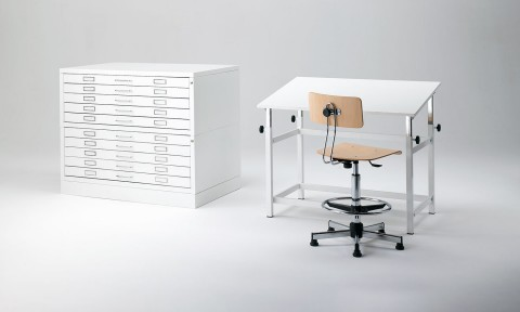 Tavolo con sgabello regolabile per uffici e laboratori