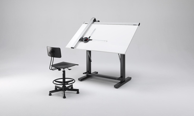 Tavolo da disegno per bambini idee per interni e mobili for Immagine di un disegno di architetto