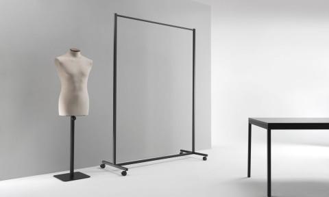 Soluzioni arredo per negozi, stender per abiti