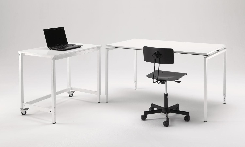 Scrivanie design ufficio arredamento ufficio moderno with for Scrivanie di design