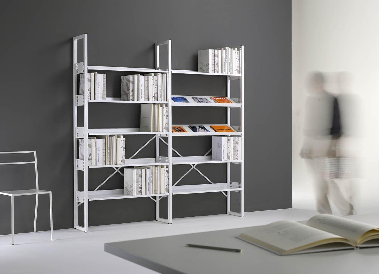 Arredare una biblioteca con mobili metallici emme italia for Scaffali per ufficio acciaio