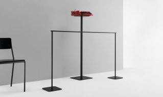 Crowd control barrier with counter plate for museum furniture