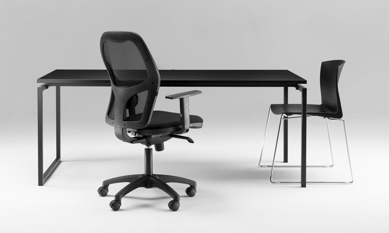 Scrivanie ufficio scrivanie direzionali tavoli riunione for Scrivanie per ufficio