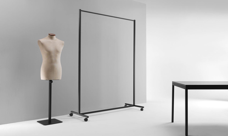Arredo contract per negozi e musei sistemi e complementi for Arredo stand