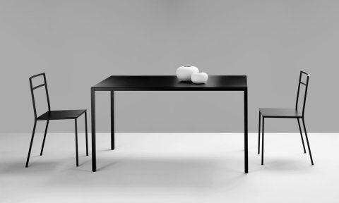 Tavolo e sedie in acciaio per contract HoReCa