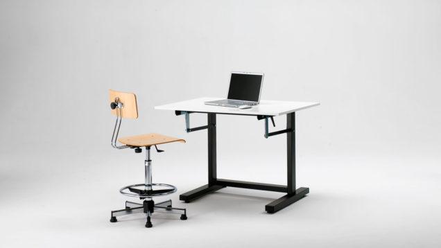 Banco scuola ergonomico regolabile in altezza M4DESK, altezza minima