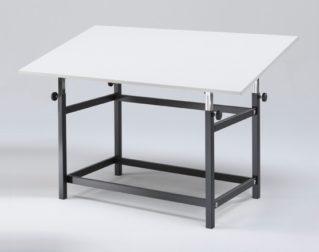 Arredi scolastici innovativi: tavolo regolabile per laboratori creativi